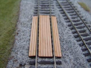 Einlagen für Bahnübergang, vermoderte Bretter, N